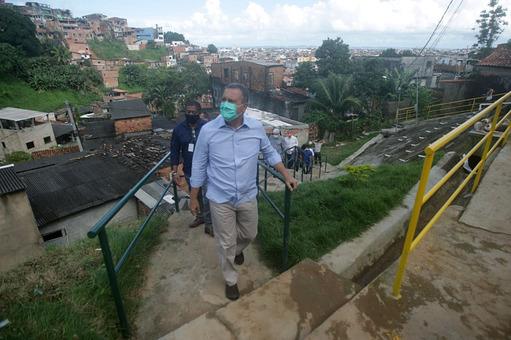 Entrega obra de contenção de encosta em Capelinha de São Caetano | Bahia em tempo real