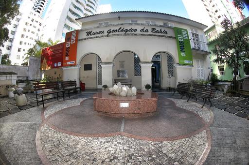 Museu Geol�gico da Bahia abriga oficina pr�tica para deficientes visuais   Bahia tempo real