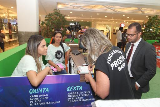 Procon combate práticas abusivas na venda de abadás e fantasias | Bahia em tempo real