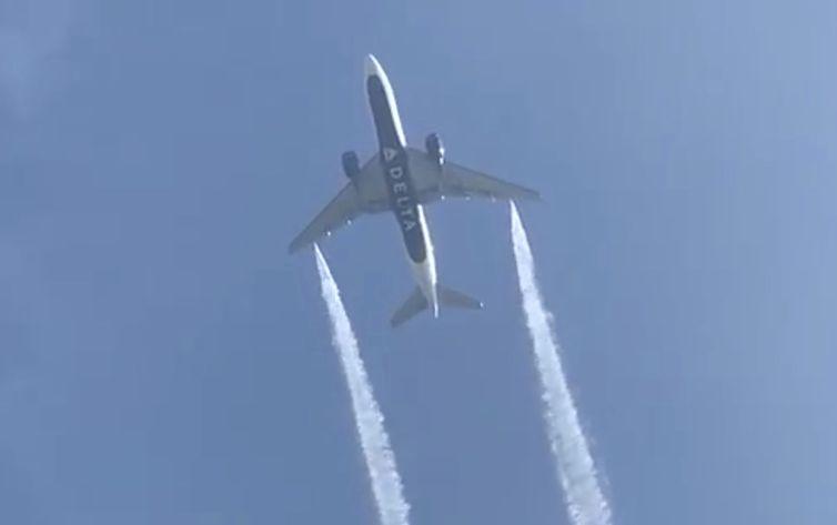 Avião é obrigado a jogar combustível sobre escola em Los Angeles
