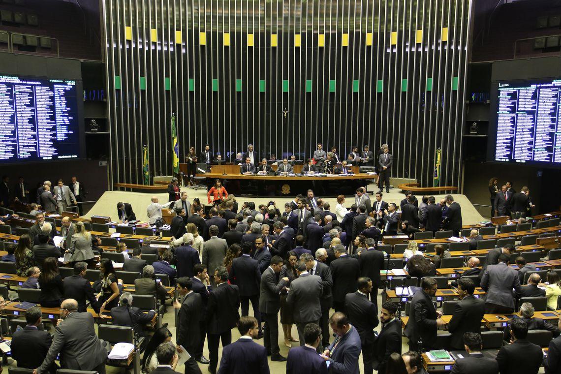 Câmara convoca Weintraub para explicar bloqueio a universidades