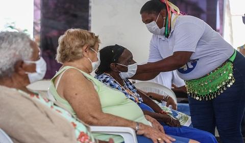 Idosos do Dom Pedro II recebem segunda dose da vacina contra Covid-19 | Bahia em tempo real
