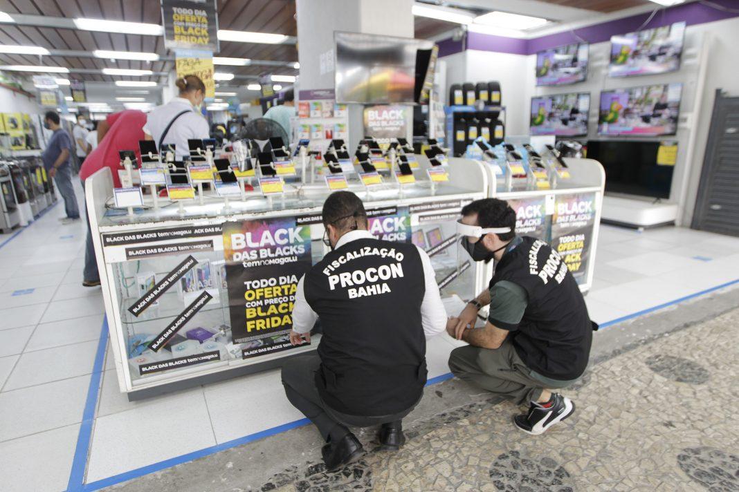 Procon-BA fiscaliza lojas físicas durante a Black Friday | Bahia em tempo real