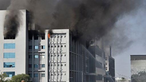 Incêndio atinge sede de fabricante da vacina de Oxford contra Covid-19 na Índia | Bahia em tempo real