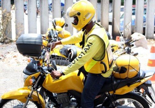 Prefeitura de Salvador entrega cestas básicas a mototaxistas | Bahia em tempo real
