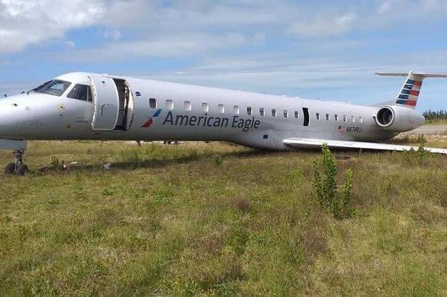 Embraer E145 sai da pista e vai parar na grama em incidente durante o pouso | Bahia em tempo real