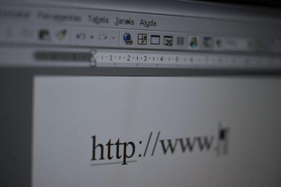 Criador da WWW prop�e contrato para
