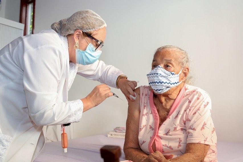 CIB aprova vacina��o contra Covid-19 de jovens de 12 a 17 anos e 3� dose para grupos priorit�rios   Bahia tempo real