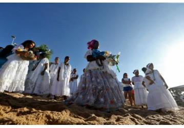 Festa de Iemanjá reúne milhares de baianos e turistas no Rio Vermelho