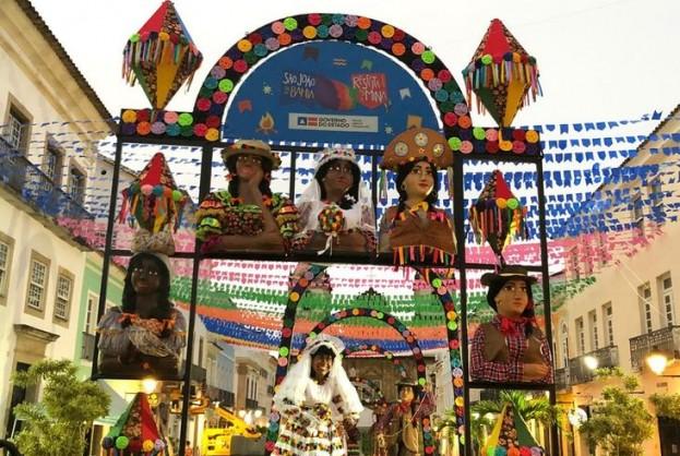 Pelourinho tem decoração junina com o tema Respeita as Mina | Bahia tempo real