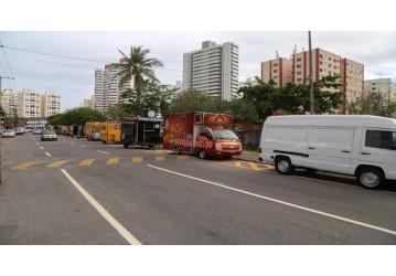 Após ordenamento, food trucks retornam ao Imbuí