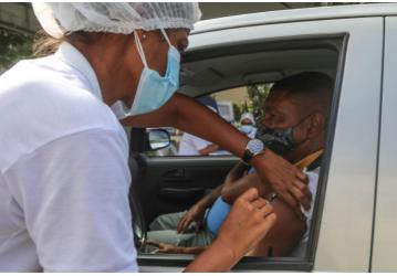 Vacinação contra Covid-19 avança para 33 anos ou mais nesta quinta (29)